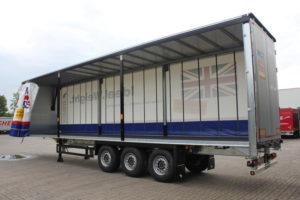 3 standout benefits of curtain side trailers