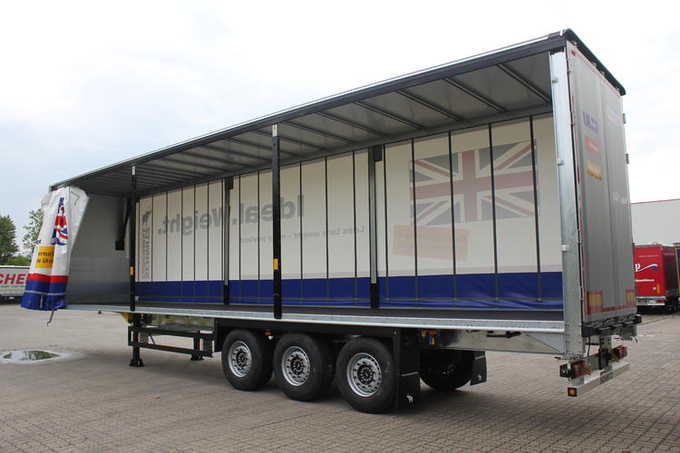 3 Major Benefits Of Curtainside Trailers