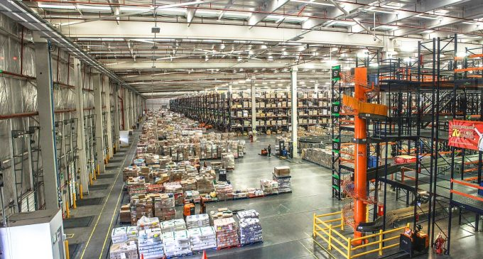 warehouse distribution center whats the differen ce 680x365 c - Crossdocking Facilities: What Is Crossdocking